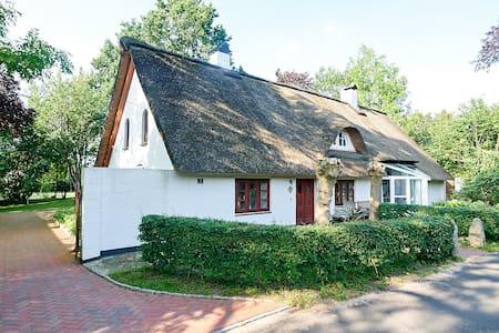 Landhaus bei Tönning, wohnen unter Reet
