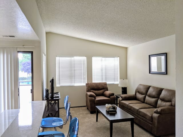 Lovely 2A Fremont Apartment with Gym and Pool!