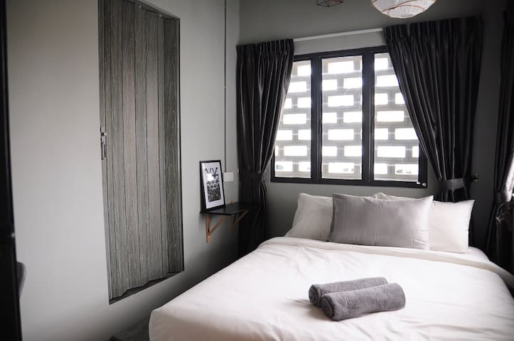 GRAYHAUS SOHO Deluxe Queen Room 02 @ IPOH New Town