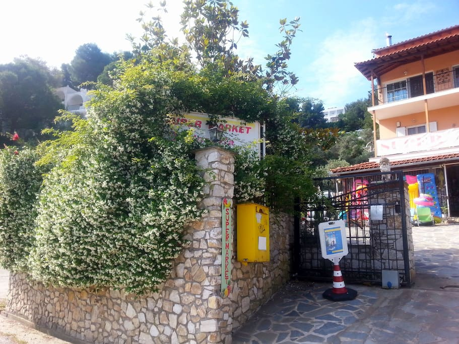Entrance to the hotel grounds