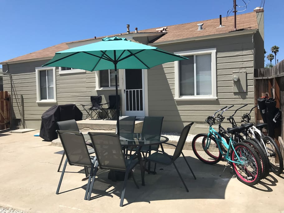 Backyard complete with outdoor table for 6, propane grill, 4 beach cruisers (locks included), boogie boards and beach chairs.