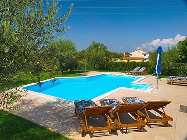 Villa Ulika with pool for 12 persons - Poreč