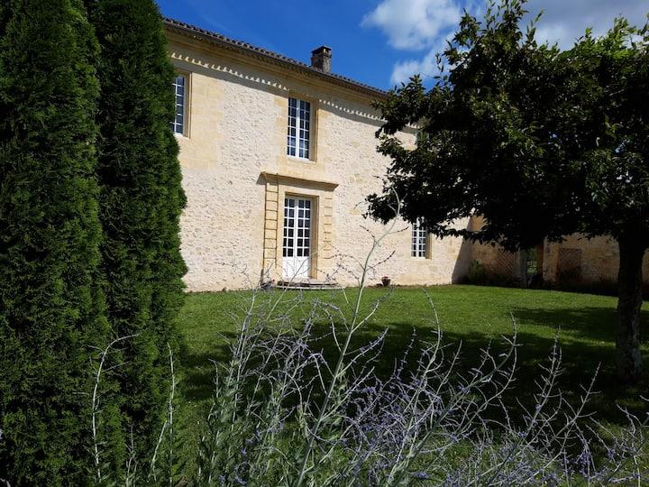 """Château Bessan - Chambre 1 """"côté chai"""""""