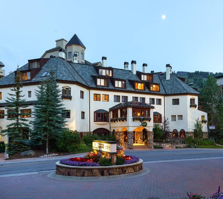 Poste Montane Lodge Room