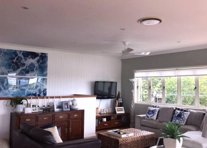 Lounge (upstairs)