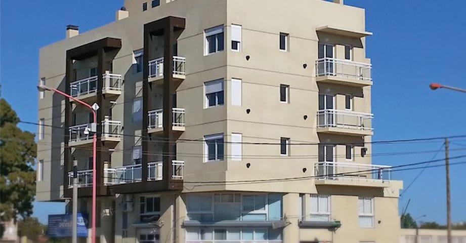 Dpto amoblado para 2, solas o pareja, con cochera - Bahía Blanca - Apartamento
