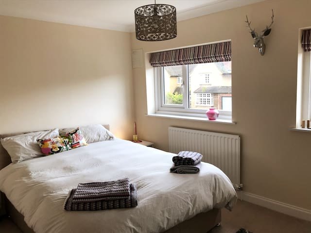 Private room in quiet location in Hitchin