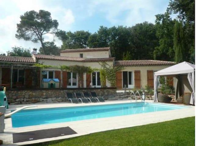 Villa familialle Valbonne 4 chambres piscine