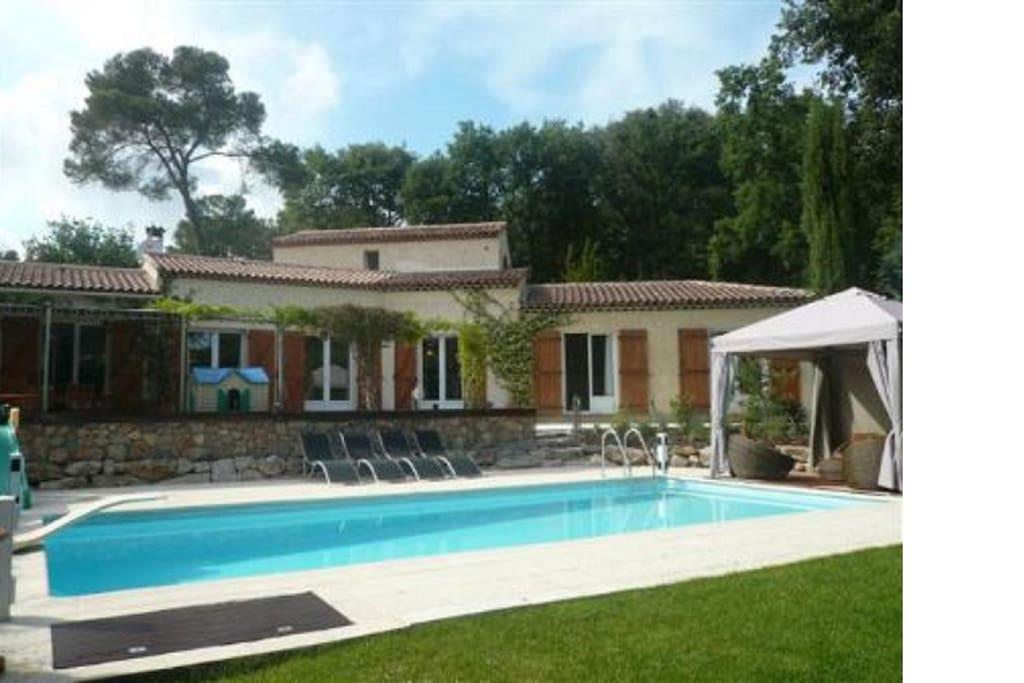 Villa familialle valbonne 4 chambres piscine villas for Piscine valbonne