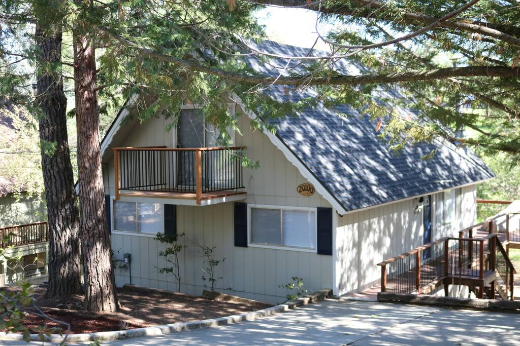 Family friendly mountain getaway near yosemite cabins for Groveland ca cabin rentals