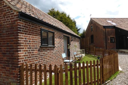 1 bedroom barn conversion by the sea - Winterton on sea