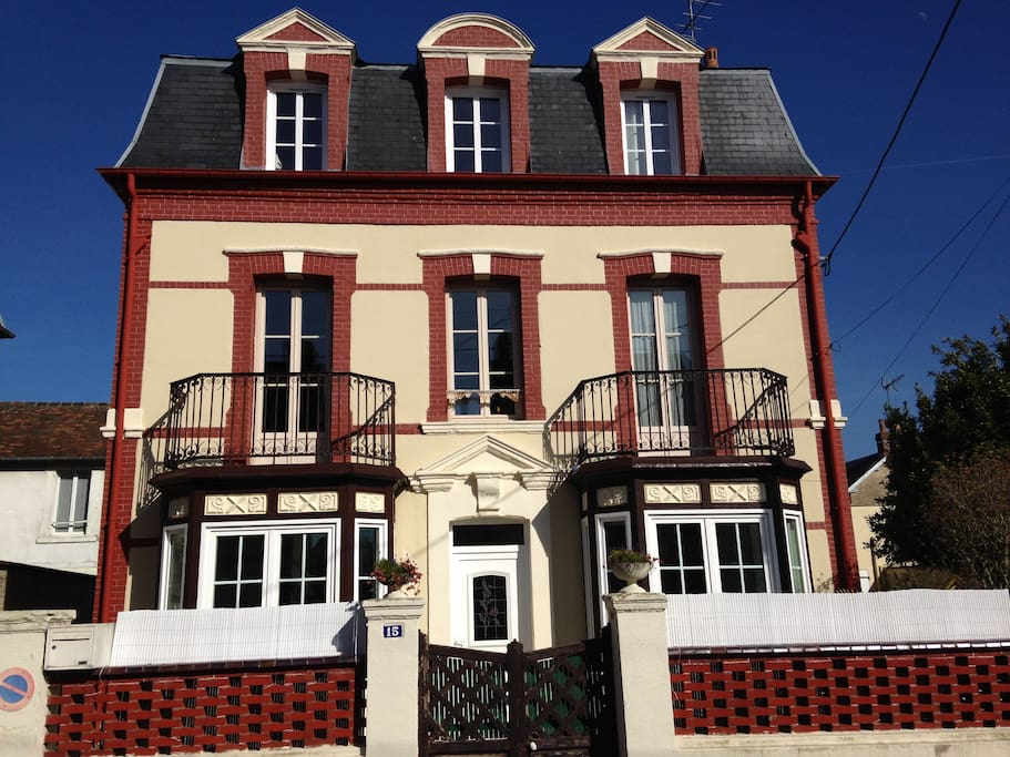 belle villa de caract re cabourg houses for rent in cabourg basse normandie france. Black Bedroom Furniture Sets. Home Design Ideas