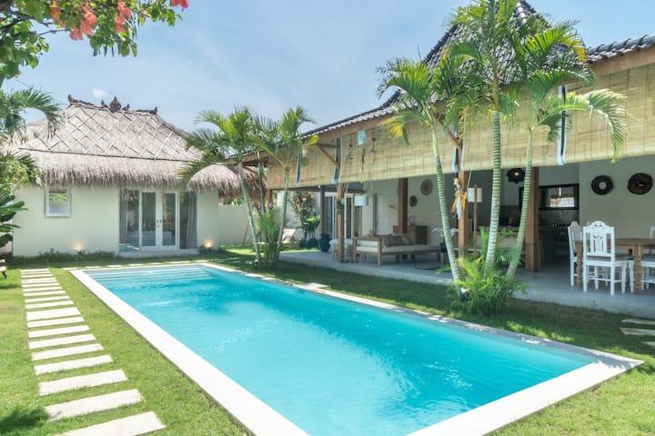 Modern 4BR Villa w pool in Seminyak Square
