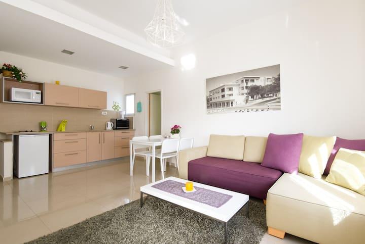 Central Luxury 3R Apt - 2 Suites!