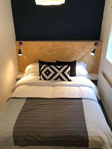 No1.Priv room.Near QUB TV.Double bed.Wi-Fi NETFLIX