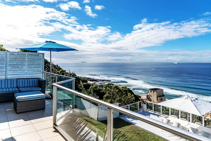 THE VILLA UMDLOTI BEACH- PRIVATE HOME WITH SEAVIEW