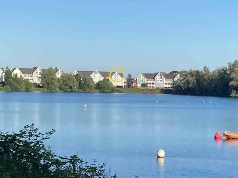 Stunning 2 bedroom apartment with lake view