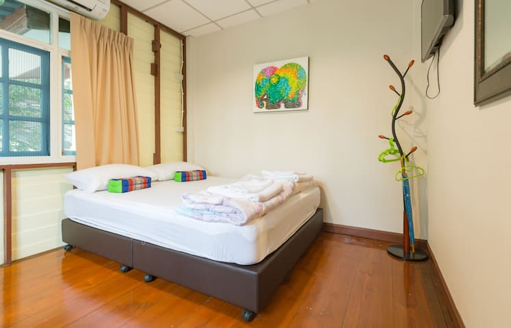 Nang Ta Yon @ Ban Thap Chang Hostel - ประเวศ - Aamiaismajoitus