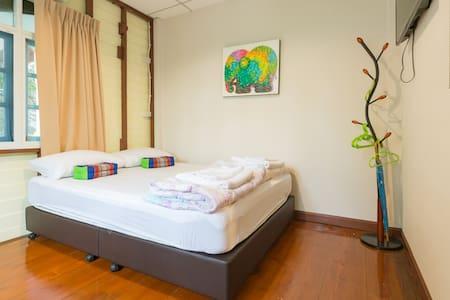 Nang Ta Yon @ Ban Thap Chang Hostel - ประเวศ