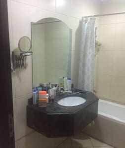 Fully furnished studio in sports city - ドバイ
