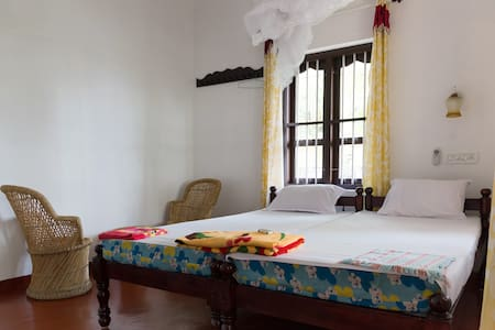 Family Homestay facing Mararikulam Beach - Mararikulam - Bed & Breakfast