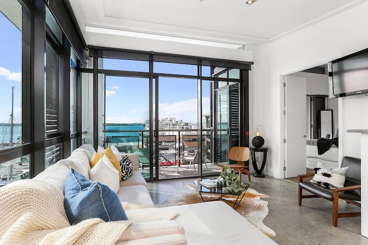 Sun-soaked Luxury Penthouse on Viaduct waterfront