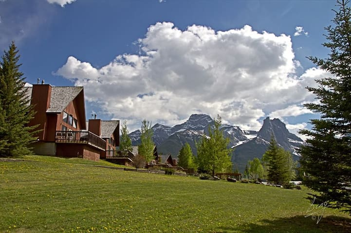 Mountain Getaway for Christmas - Canmore - Chalet