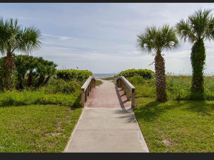 Deedee's Beach Retreat Cocoa Beach