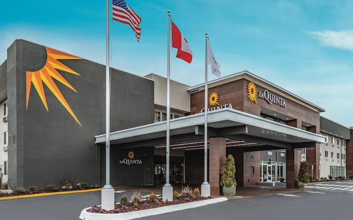 $5.5 Million Renovated Federal Way Hotel-King#2