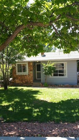 Recently updated 1940's cottage! - Kanab - บ้าน