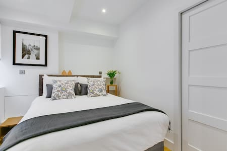 Beautifully refurbished in January 2017, this peaceful 1 bedroom flat has all that you need for a comfy London stay