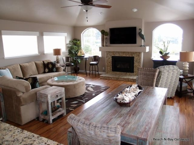 The Living Room area has a very comfortable sectional, 55 inch 3-D TV, great views and direct access to the upstairs deck.