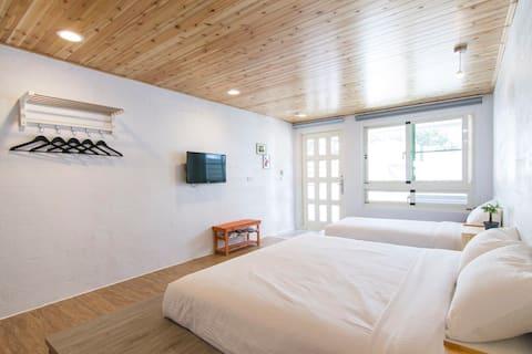 Qing Ding Hai Feng Xu Xu 4 Personen Zimmer