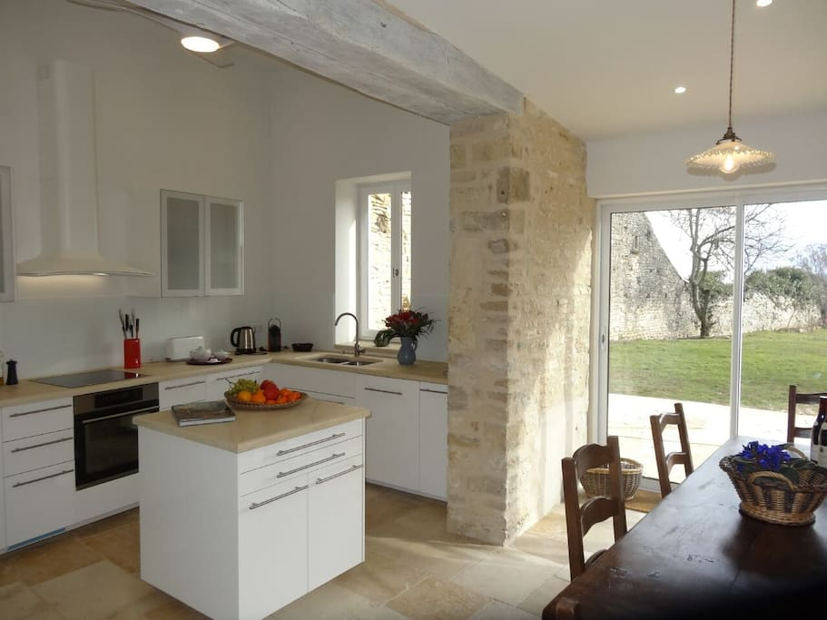 Kitchen, dining,terrace and light galore!