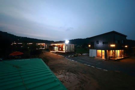 56st Pension102 - Ganghyeon-myeon, Yangyang - Pensión (alojamiento típico coreano)