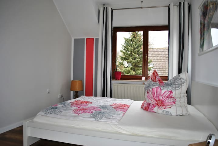 Cozy guest room - enter & feel comfortable - Alzey