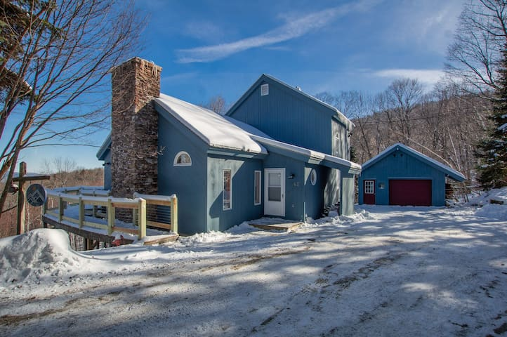 Stunning views & vaulted ceilings 5min to Stratton