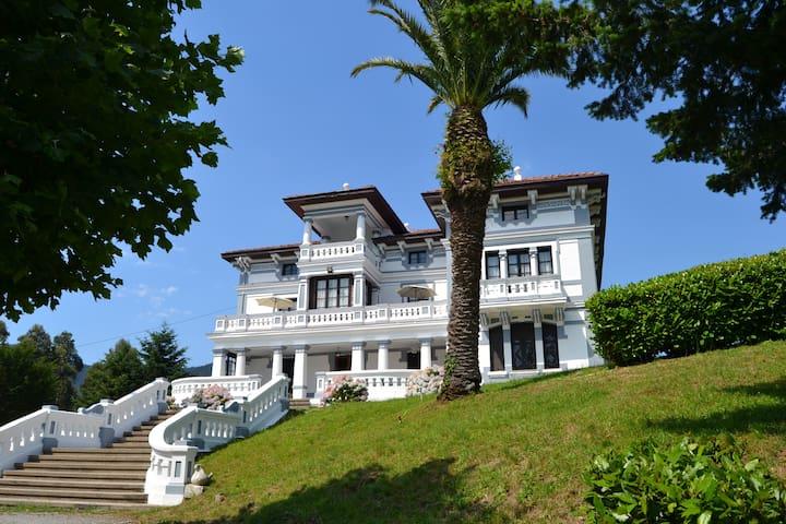 Villa Alicia, espectacular casa de indianos - La Granja - Alpstuga