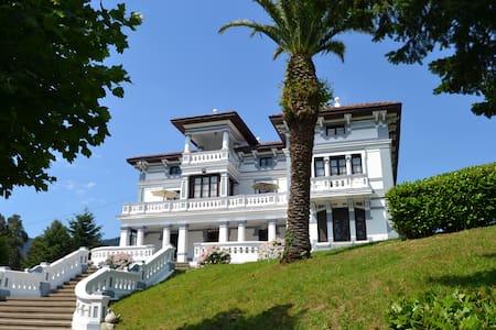 Villa Alicia, espectacular casa de indianos - La Granja - 牧人小屋