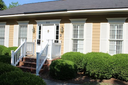 Charming Condo Near Downtown Americus & GSW