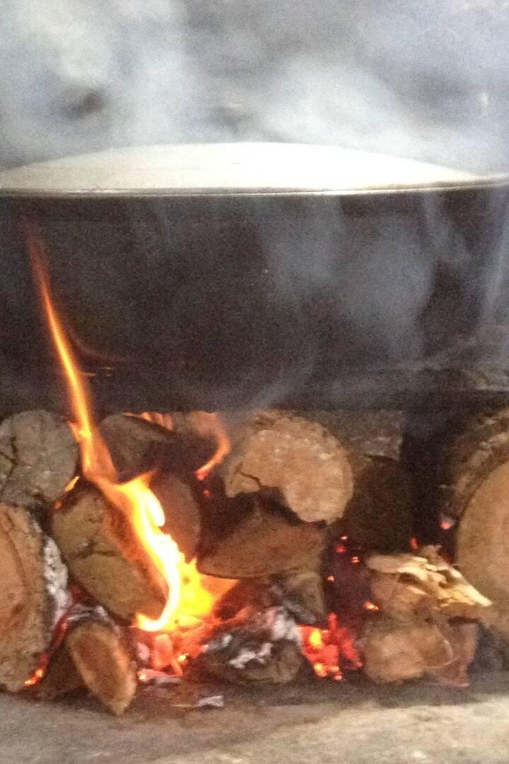 Marmite au feu de bois