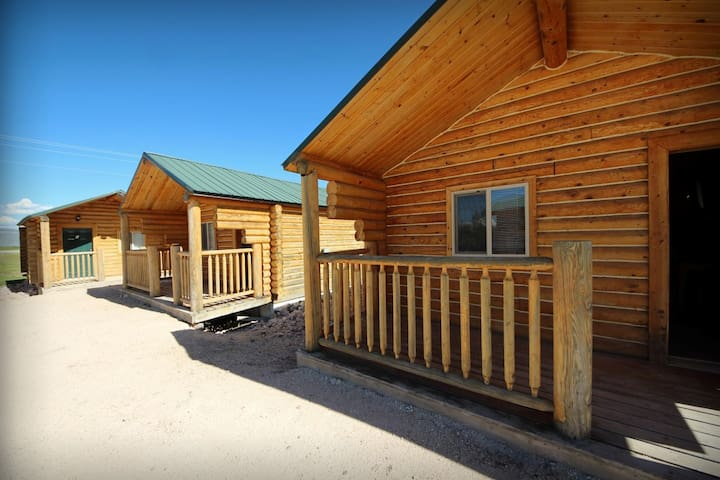 Deluxe Cabin Unit #1 - Open Year-Round, Showers, Great for Snowmobilers