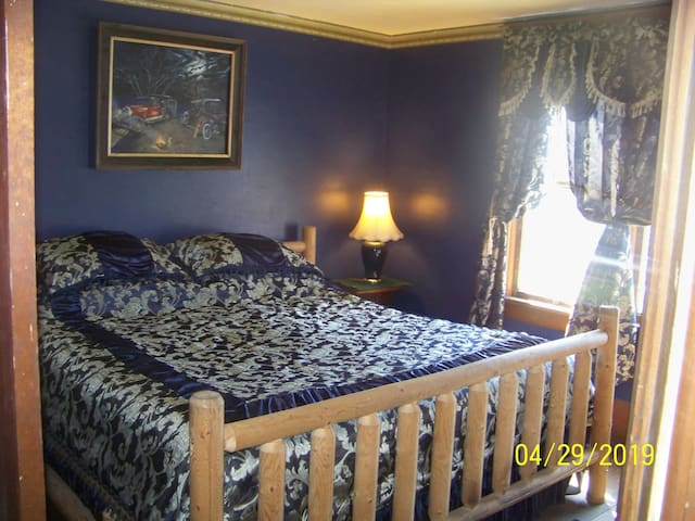 Historic Victorian Home. The King Blue Room