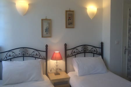 La Maison Famille B&B (sleeps 5) - Durban-sur-Arize - Bed & Breakfast