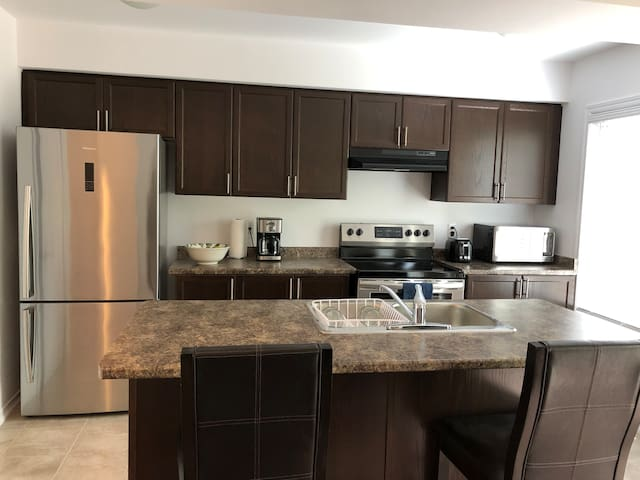 Brand New 3 Bedroom Townhouse in Barrie, ON