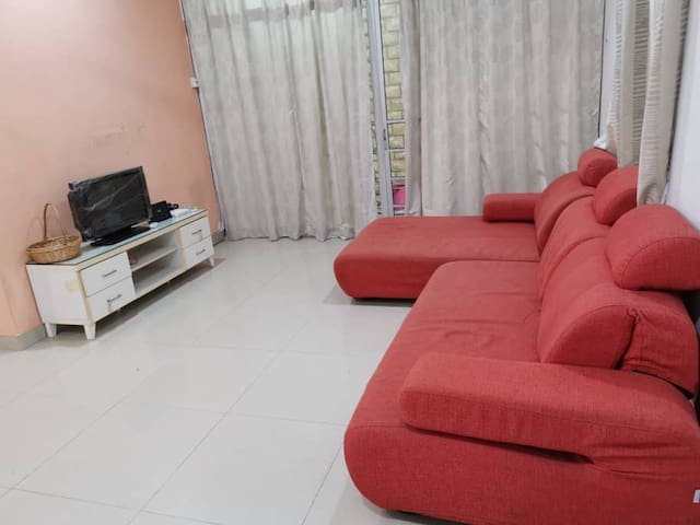 Medium Room @ Putra heights to let monthly basis