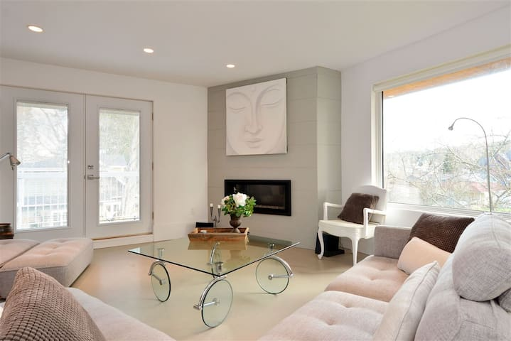 Modern Contemporary Living in Crescent Beach! - Surrey - Appartement