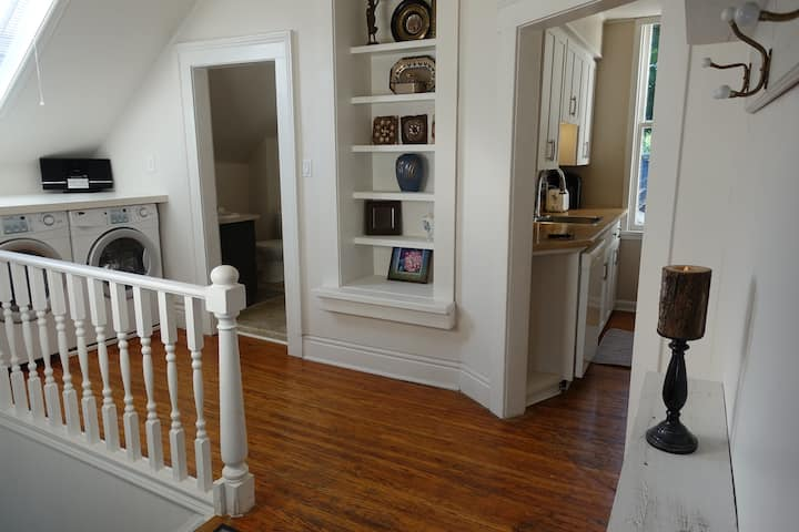 Victorian 2 BR in downtown London