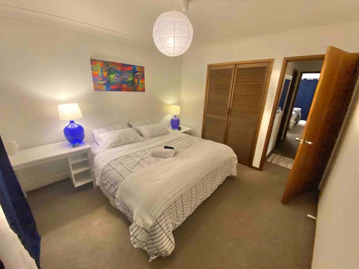 King bedroom Manly Beach - BEST VIBES