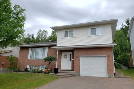 Comfy 3 bedroom house in quiet, central location